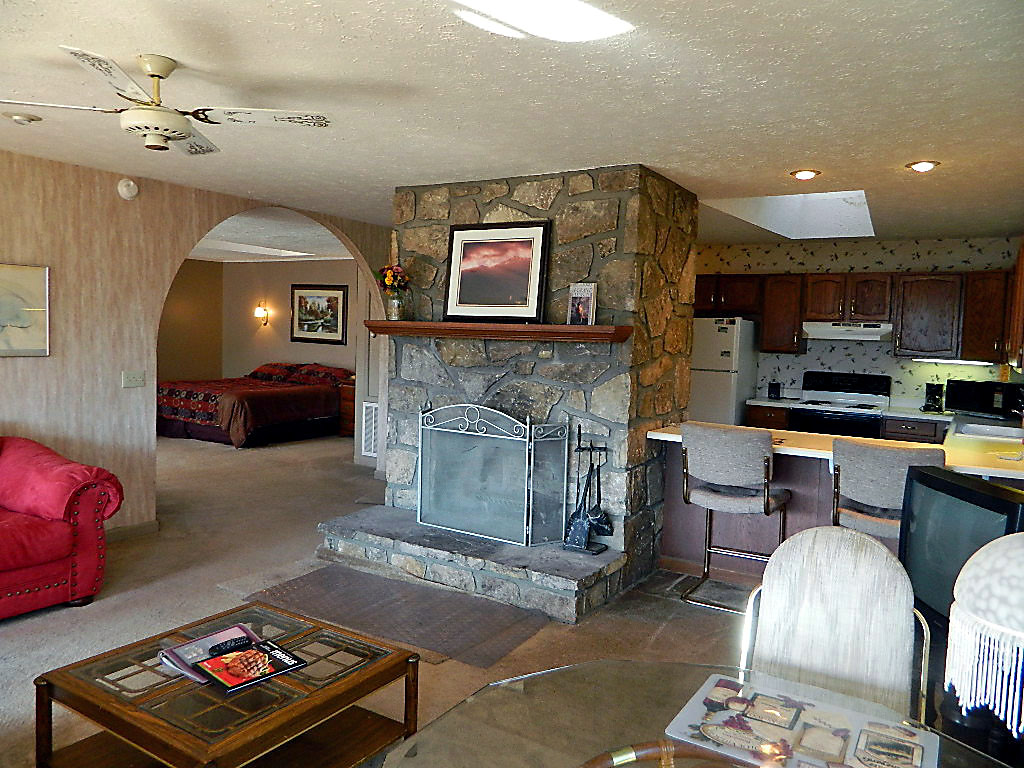 house grill tub cabin bedroom cabins pigeon in single com pool one luxury romantic springs talentneeds for forge log secluded hot gatlinburg tender cheap elk view mountain tn table love squirrel me smoky under flying honeymoon